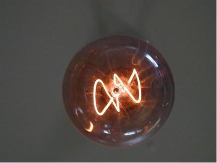 O tungstênio (W) é o metal de maior ponto de fusão, o que explica seu uso em filamentos de lâmpadas incandescentes