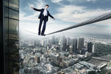 As situações de equilíbrio podem ser denominadas de estáveis, instáveis e indiferentes