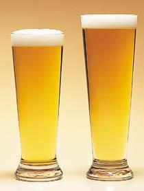 A principal causa da doença é o uso excessivo de álcool.