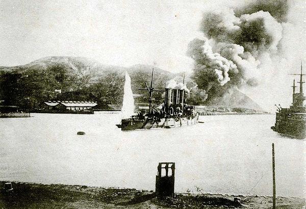 Imagem do cerco japonês a Port Arthur na fase final da guerra *