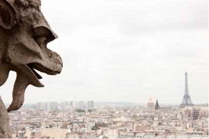 Estátua em Notre-Dame corroída pelo tempo e chuva ácida