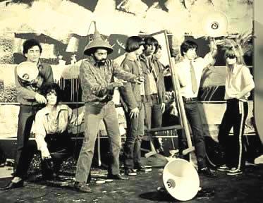 Tom Zé, Gilberto Gil e os Mutantes: uns dos principais defensores da proposta artística tropicalista.