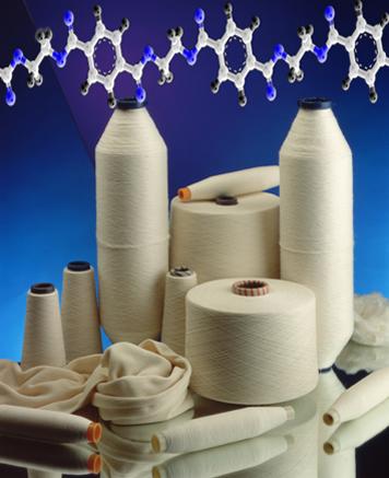 O polímero poliéster é usado na produção de fibras têxteis