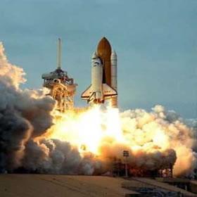 Qual gás é usado para projetar foguetes?
