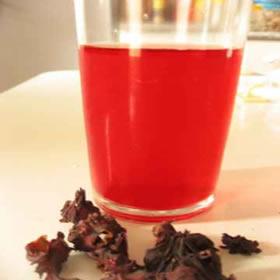 Metanoato de etila: aroma artificial de groselha