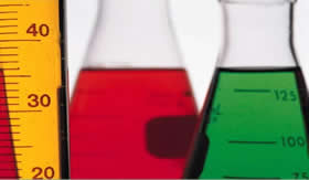Qual a diferença entre síntese e análise?