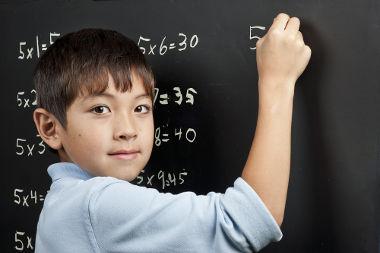 A multiplicação reduz os cálculos da adição
