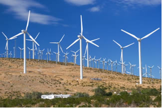 Turbina transforma energia cinética dos ventos em energia elétrica.