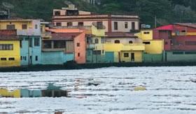O Rio Tietê exala gás Sulfídrico.