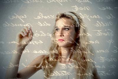 Na função metalinguística, a mensagem está centrada no código, seja ele linguístico ou extralinguístico
