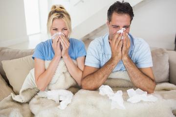 A coriza é um sintoma comum dos resfriados, porém também pode ocorrer em casos de gripe