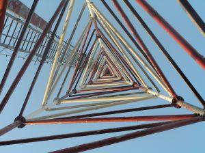 Você consegue contar quantos triângulos existem nessa imagem?