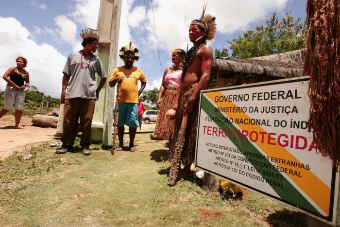 A demarcação de terras indígenas é um direito assegurado por lei. *