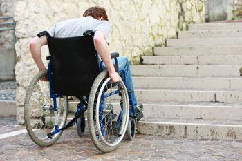 O problema da mobilidade urbana para o grupo minoritário dos deficientes físicos fere o direito de ir e vir que todo cidadão deve ter assegurado
