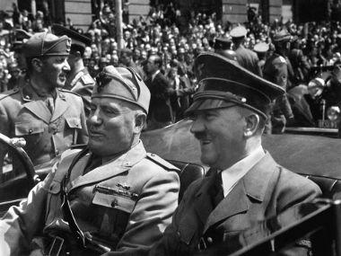 Hitler (à direita) ao lado do líder fascista Benito Mussolini, em Munique, Alemanha (1940)