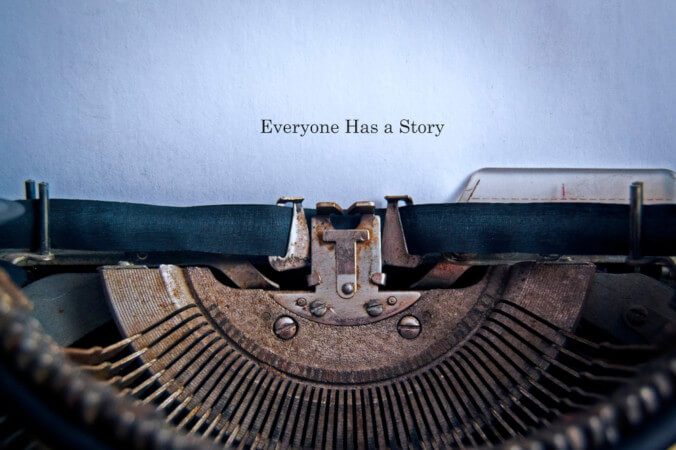 """""""Todos têm uma história"""". Em um conto, dos temas mais complexos aos mais simples são narrados. Qualquer um pode construí-lo!"""