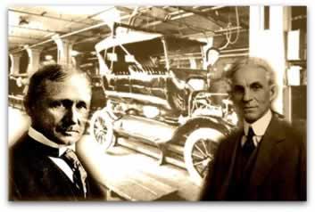 À esquerda, Frederick Taylor; e à direita, Henry Ford. Ao fundo, a linha de montagem na fábrica de automóvel Ford
