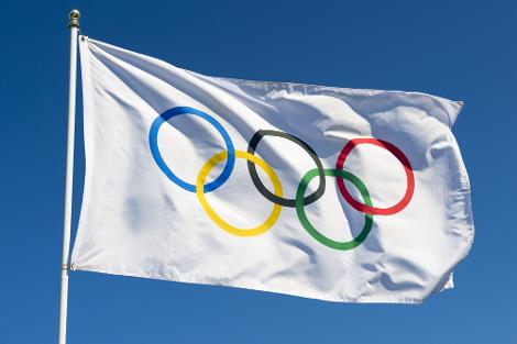 A bandeira olímpica foi hasteada pela primeira vez em 1920, na Antuérpia, Bélgica*