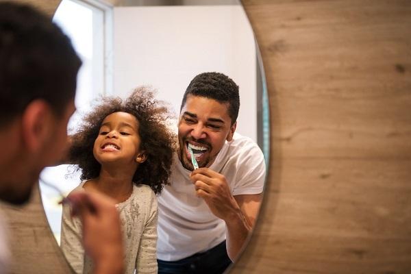 Em qualquer faixa etária, é importante dar atenção à saúde dos dentes