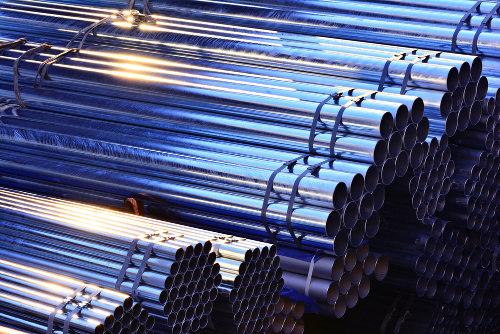Tubos cilíndricos usados na construção civil