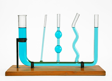A superfície do líquido em repouso, contido em um vaso comunicante, mantém-se na mesma horizontal