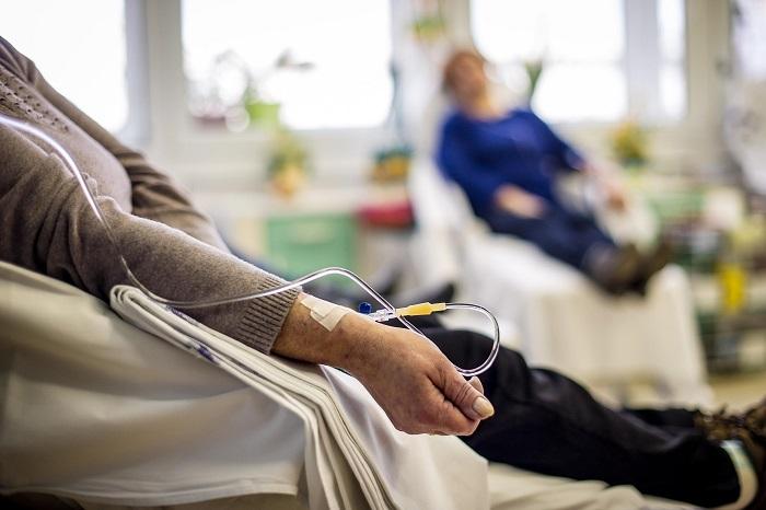 A quimioterapia é um tratamento contra o câncer no qual são utilizados medicamentos.