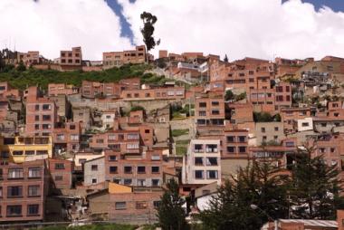 A urbanização do mundo subdesenvolvido é marcada pelas desigualdades e a ausência de planejamento urbano