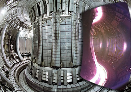 Visão interna do reator Tokamak, que está sendo testado para gerar energia por meio de fusão nuclear