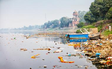 A poluição hídrica afeta a disponibilidade de água e outros recursos naturais