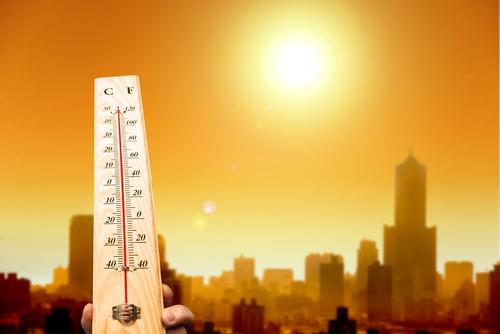 As roupas claras são as melhores opções para enfrentar o calor intenso