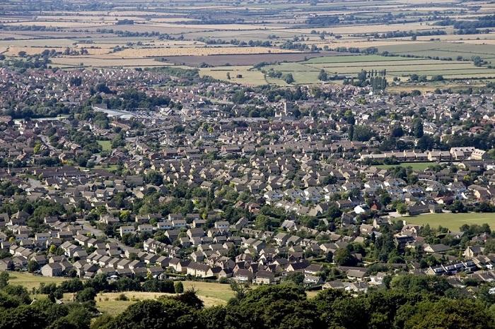 Uma cidade está inserida no território de um município