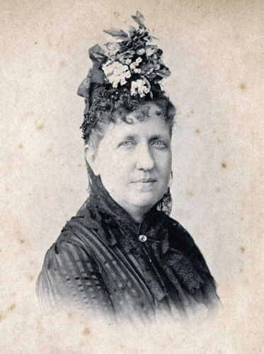 A princesa Isabel, herdeira do trono do Brasil, foi a responsável por assinar a lei que aboliu o trabalho escravo no Brasil, em 1888.*