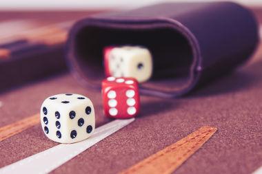 O lançamento de dados é um dos experimentos aleatórios possíveis na Probabilidade