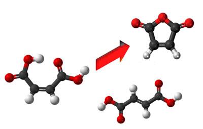 Isômeros geométricos possuem propriedades químicas distintas. Na figura, o ácido maleico pode se transformar no anidrido, mas o ácido fumárico não