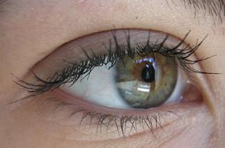 Piscar é essencial para a saúde dos olhos.