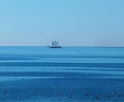 Um corpo em um ponto muito distante, como o navio na linha do horizonte, é dito no infinito