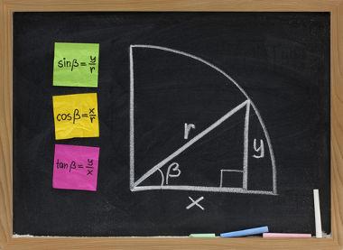 Trigonometria: razões entre os lados de um triângulo retângulo relacionadas com um de seus ângulos