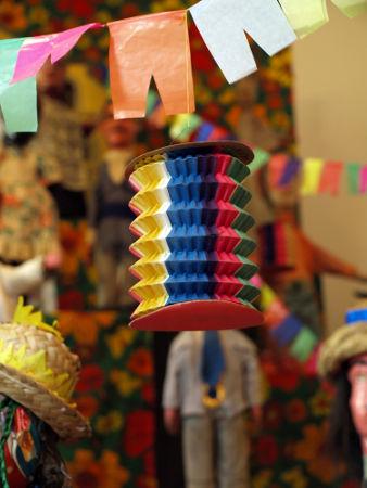 As festas juninas no Brasil têm origem no cruzamento de várias tradições culturais