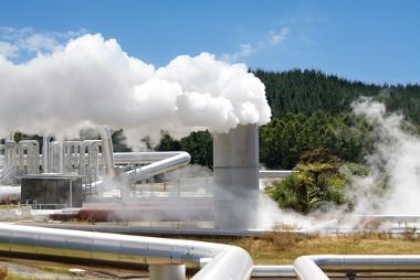 Usina geotérmica atuando na produção de eletricidade