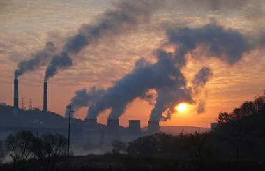 A poluição no espaço das cidades é o principal fator de causa do smog