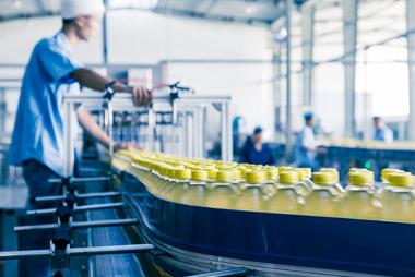 Os sistemas de produção de bens, serviços e mercadorias interferem na vida em sociedade