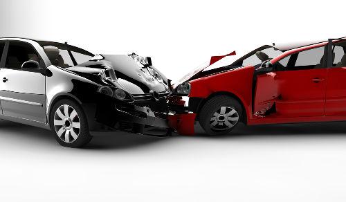Os carros que participam de uma colisão podem ser considerados um sistema, no qual atuam forças internas e externas