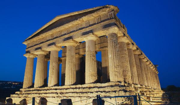 O notório filósofo pré-socrático Empédocles nasceu em Agrigento (na imagem, um templo dessa cidade)