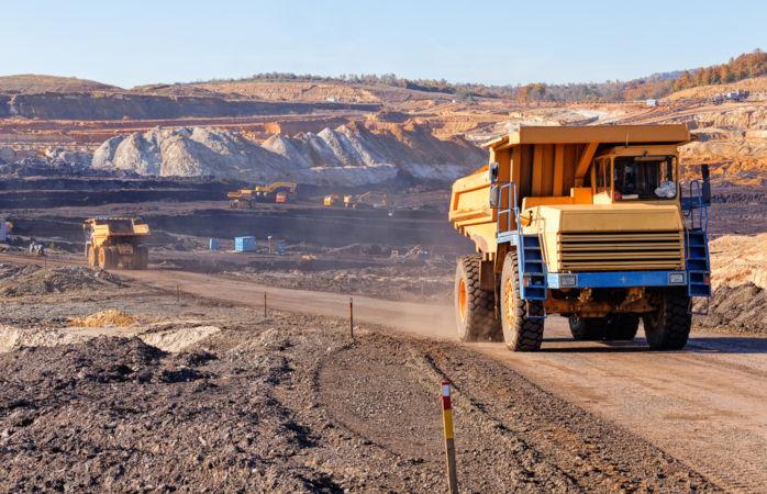 A mineração é uma importante atividade econômica que consiste na exploração de minérios.