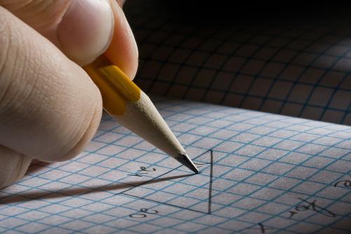 A lei dos senos permite relacionar lados e ângulos de qualquer triângulo
