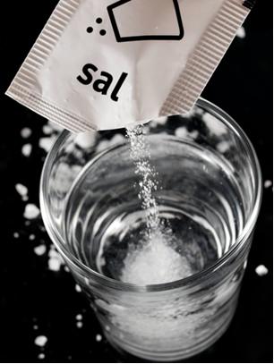 O sal, cloreto de sódio, não sofre hidrólise salina, porque formaria um ácido forte e uma base forte