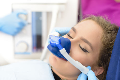 O monóxido de dinitrogênio (N2O), que é um óxido neutro, pode ser utilizado como anestésico
