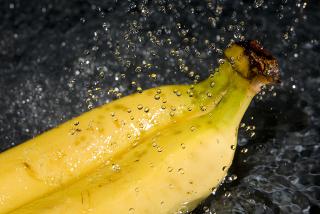 A casca de banana pode ser um forte aliado na descontaminação da água poluída por agrotóxicos
