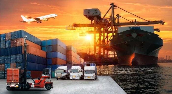 Exportação e importação são importantes atividades comerciais internacionais que direcionam a economia de um país.