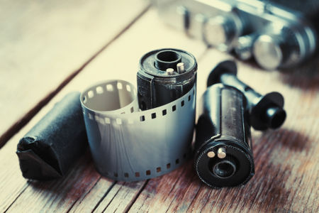 Filmes fotográficos são formados a partir de um anidrido de ácido carboxílico